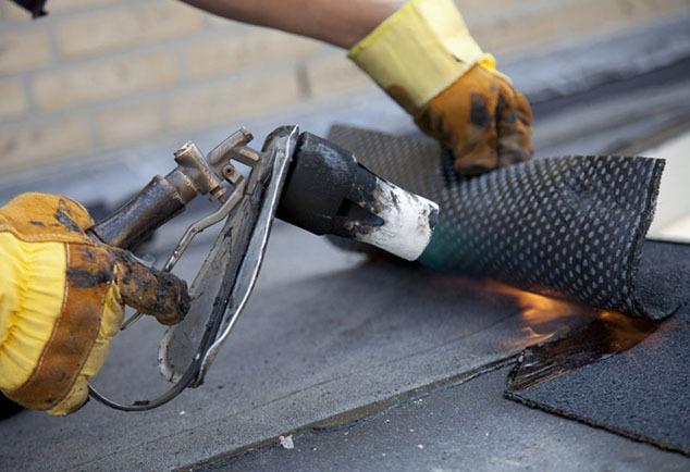 Daklekkage reparatie met brander in Amsterdam